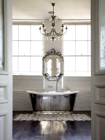 Mirrored soaker tub
