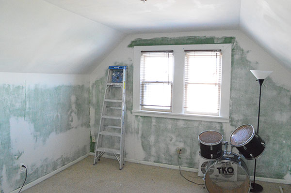 repairing damaged drywall
